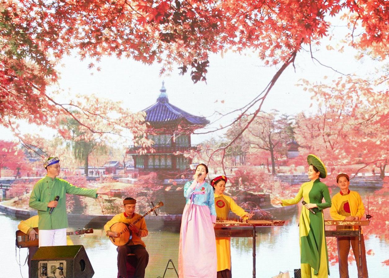 Nhiều hoạt động của Ngày hội Văn hóa Hàn Quốc tại Việt Nam thu hút người dân. Ảnh: Q.T