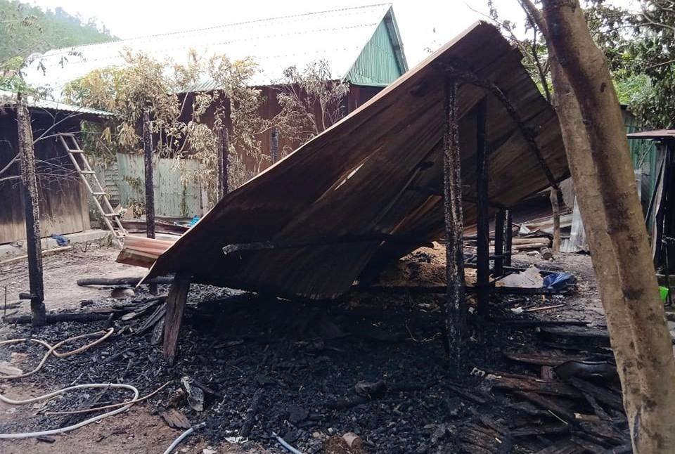Căn nhà bếp của Bhnươch Bhul cháy hoàn toàn. Ảnh H.Thúy