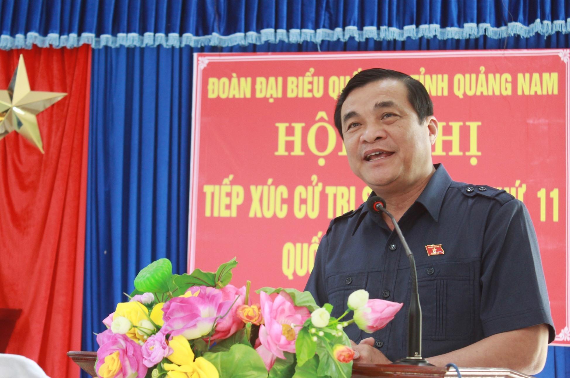 Đồng chí Phan Việt Cường giải đáp những kiến nghị của cử tri. Ảnh: T.C