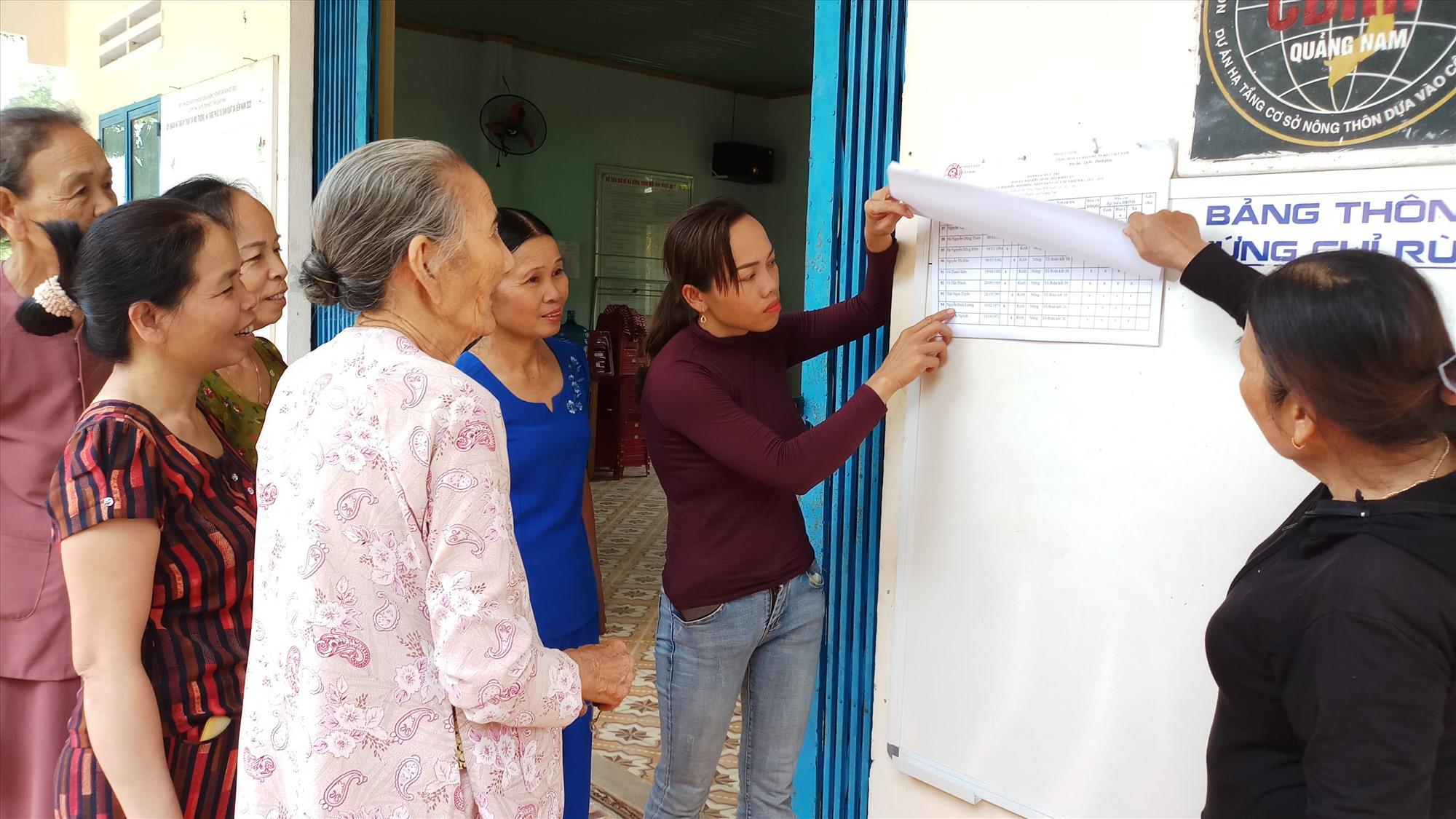 Các địa phương trên địa bàn Tiên Phước hoàn thành việc lập, niêm yết danh sách cử tri tại UBND xã và khu vực bầu cử để cử tri kiểm tra, theo dõi. Ảnh: H.H