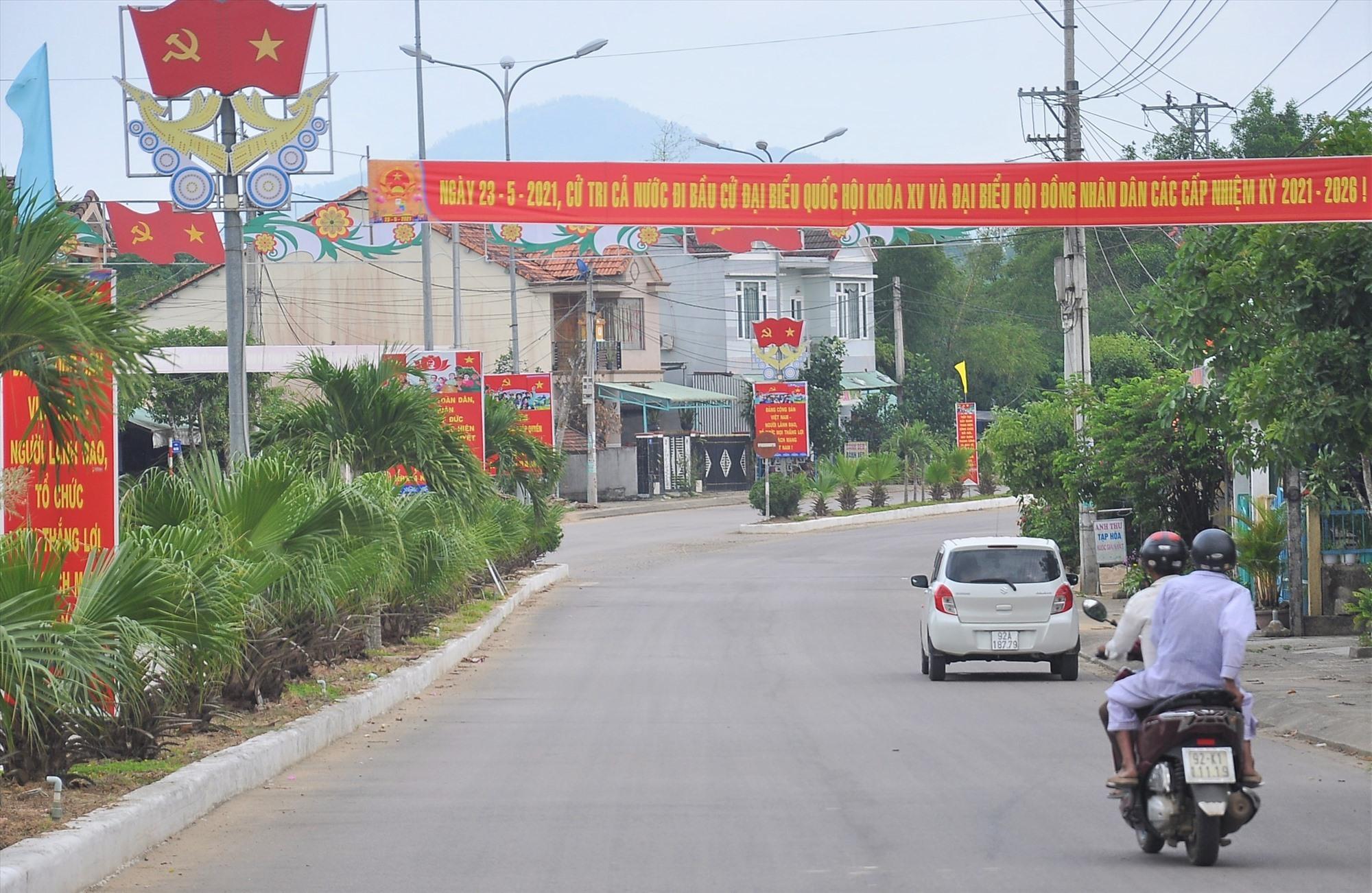 Tuyên truyền bầu cử tại thị trấn Tân Bình (Hiệp Đức). Ảnh: SỰ ANH