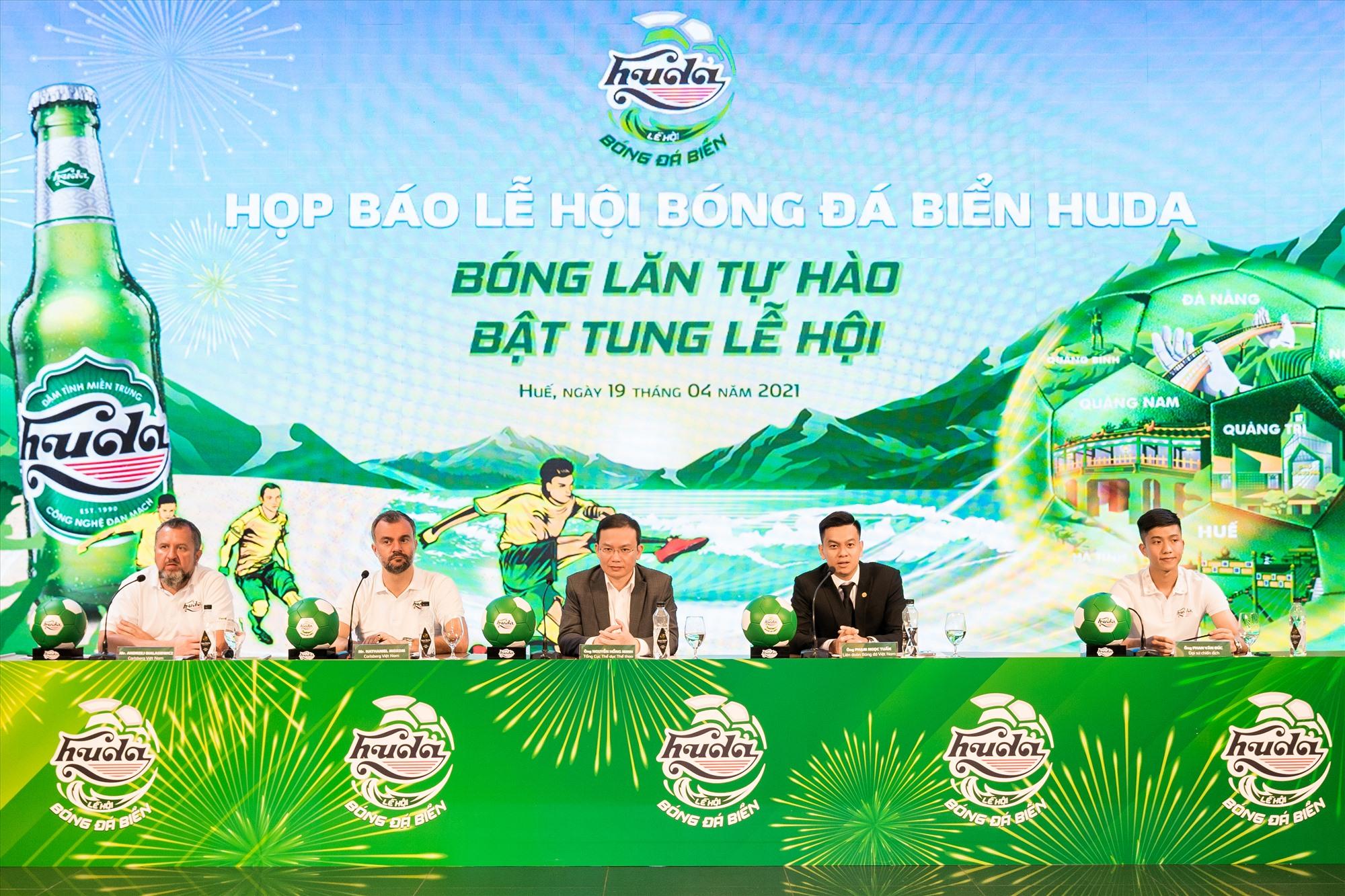 """Buổi Họp báo công bố thông tin về """"Lễ hội bóng đá biển Huda 2021"""""""