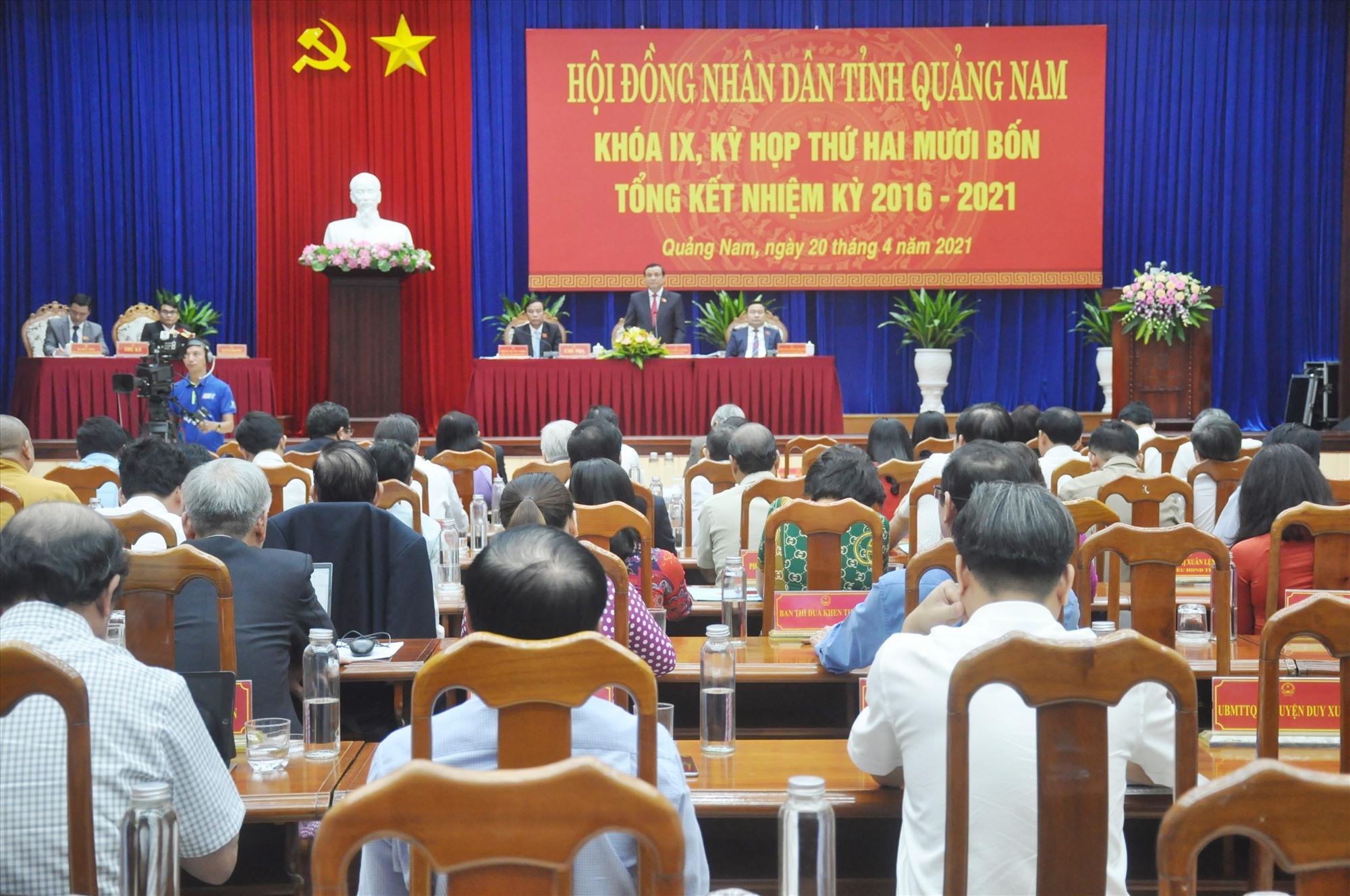 Chủ trì điều hành phiên thảo luận tại Kỳ họp thứ 24. Ảnh: N.Đ