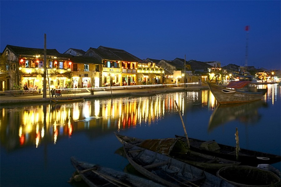 And when the light is shimmering on the Hoai River, the night of Hoi An starts.