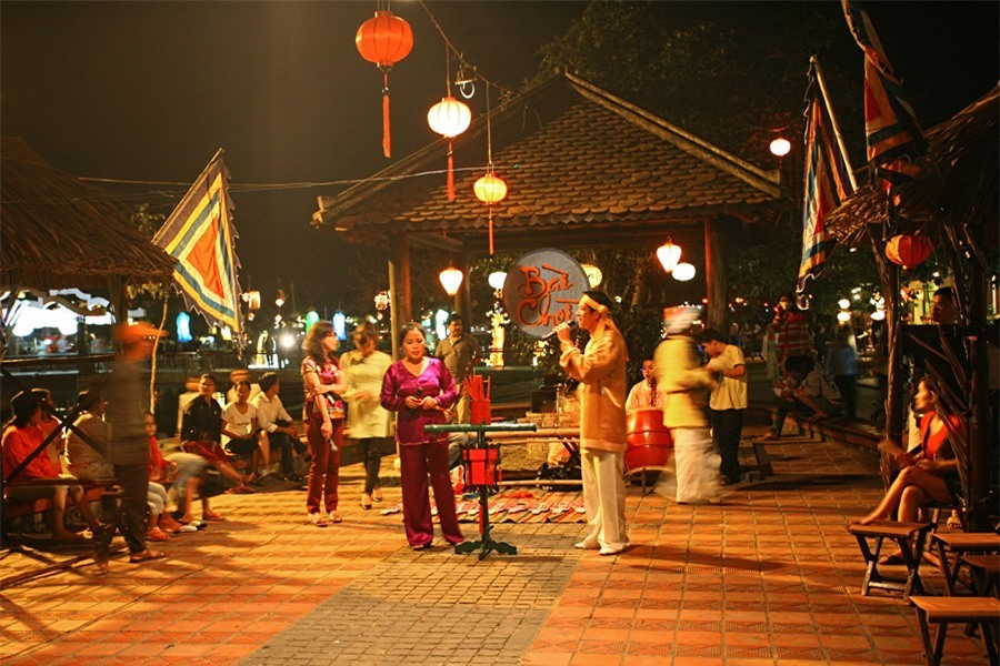 Visitors can enjoy Bai Choi performances at its stage on Nguyen Thai Hoc street. Bai Choi performance art is a type of folk art and folk game popular in Central Vietnam and in Quang Nam in particular.