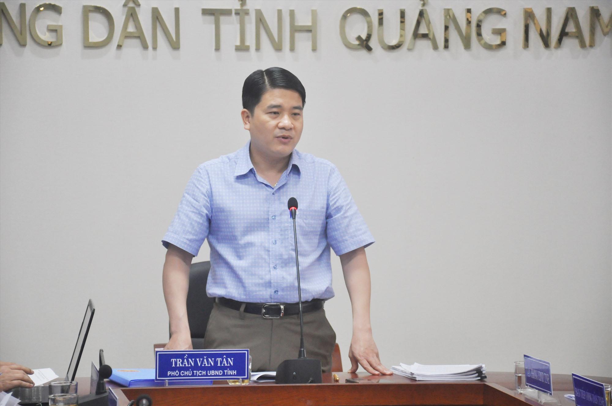 Phó Chủ tịch UBND tỉnh Trần Văn Tân chủ trì buổi tiếp dân định kỳ tháng 4.2021 của UBND tỉnh sáng 22.4. Ảnh: N.Đ