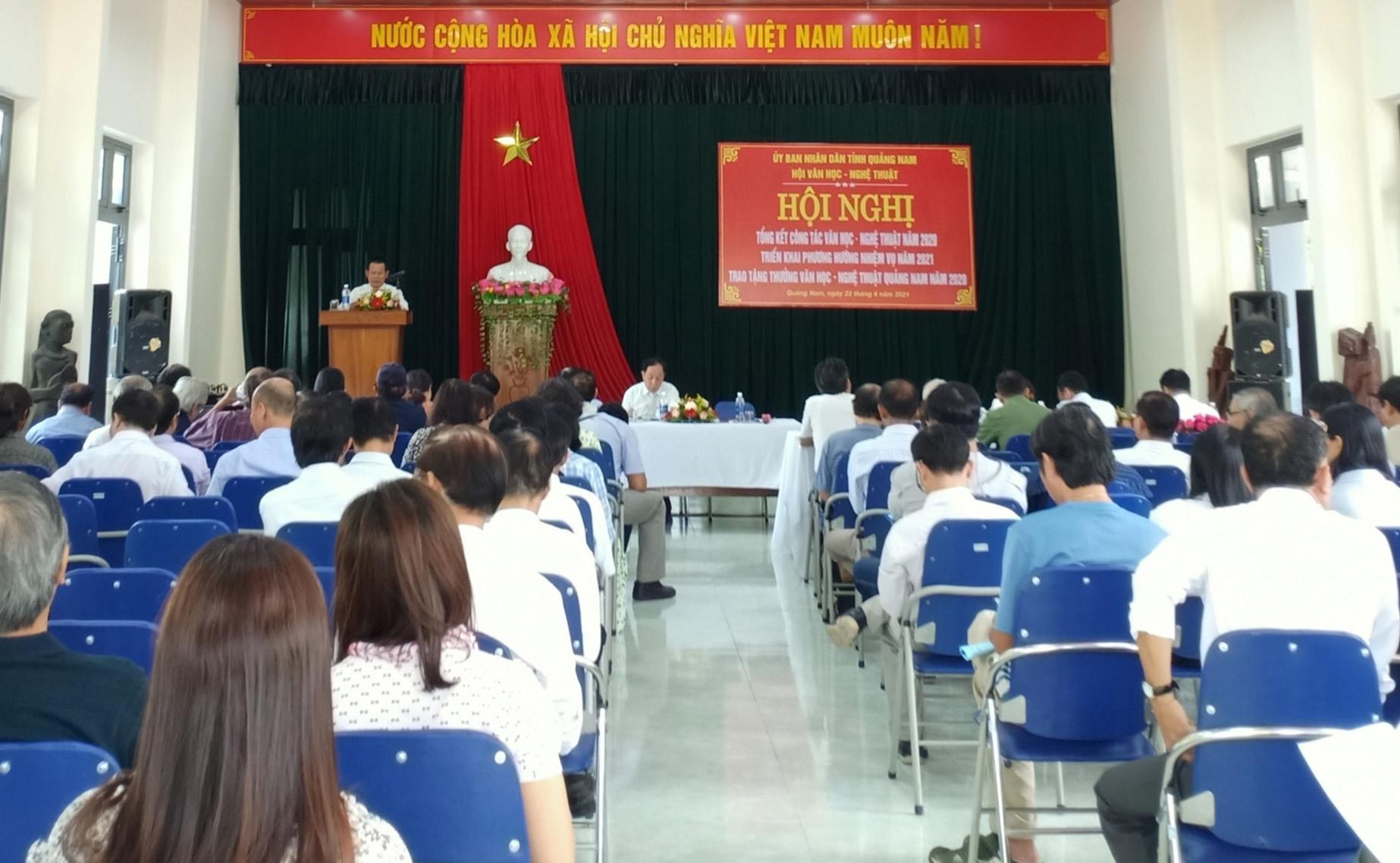 Rất đông các đại biểu dự hội nghị tổng kết VH-NT Quảng Nam năm 2020. Ảnh: N.T
