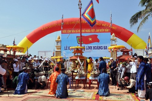 A ritual held at the Feast and Commemoration Festival for Hoang Sa Soldiers (Photo: VNA)