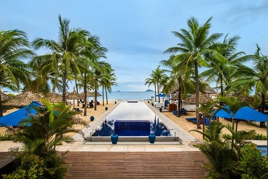 Sunrise Premium Resort Hội An is on Cua Dai beach, 4km from the Hoi An ancient quarter. Its guests highly appreciate its views, staffs, services, foods and drinks. They stated to choose the resort for their next time in Hoi An.
