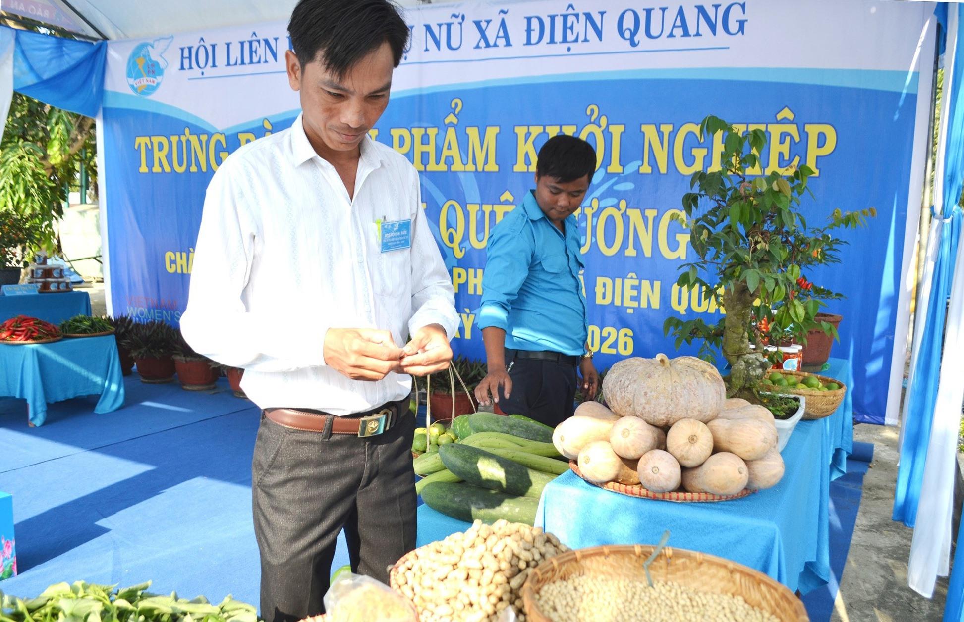 Sản phẩm nông sản tiêu biểu của địa phương do HVPN các thôn sản xuất được trưng bày tại đại hội. Ảnh: CT