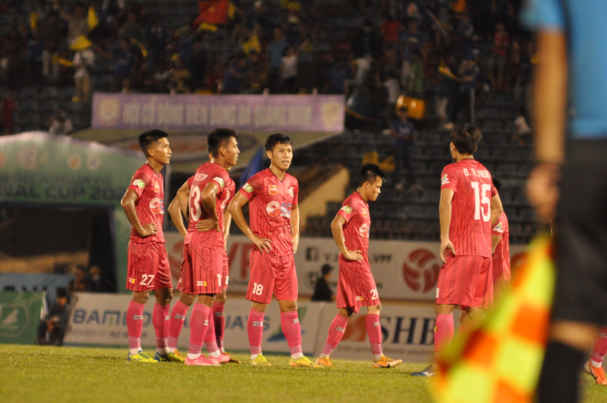 Nỗi thất vọng của các cầu thủ Sài Gòn. Ảnh: T.V
