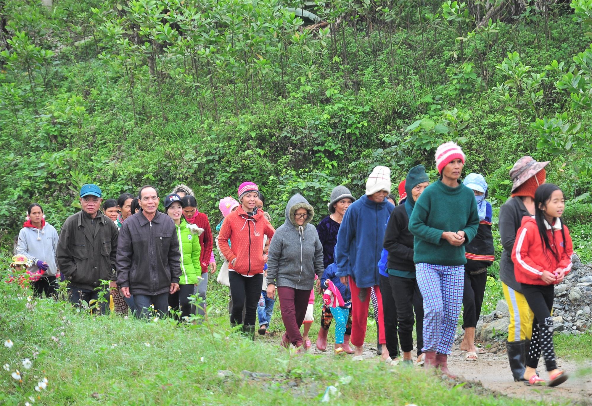 Người dân 6 xã biên giới của huyện Nam Giang sẽ đi bỏ phiếu sớm vào ngày 16.5.2021. Ảnh: VINH ANH