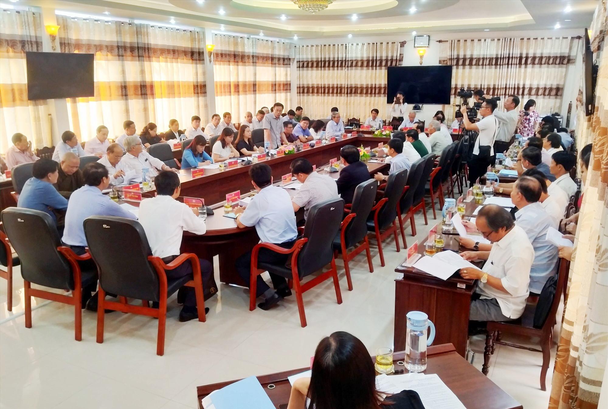 Ngày 16.4.2021, Ban Thường trực Ủy ban MTTQ Việt Nam tỉnh tổ chức hội nghị hiệp thương lần ba thống nhất lập danh sách 10 người đủ tiêu chuẩn ứng cử đại biểu Quốc hội khóa XV. Ảnh: ĐOAN VINH