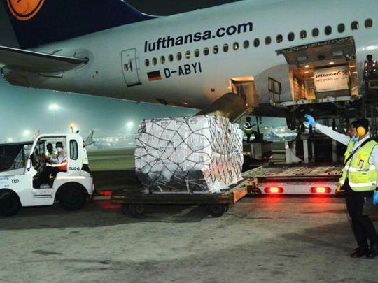 Chuyến bay chở gói cứu trợ y tế của Chính phủ Anh đến Ấn Độ sáng 27.4. Ảnh: Twitter