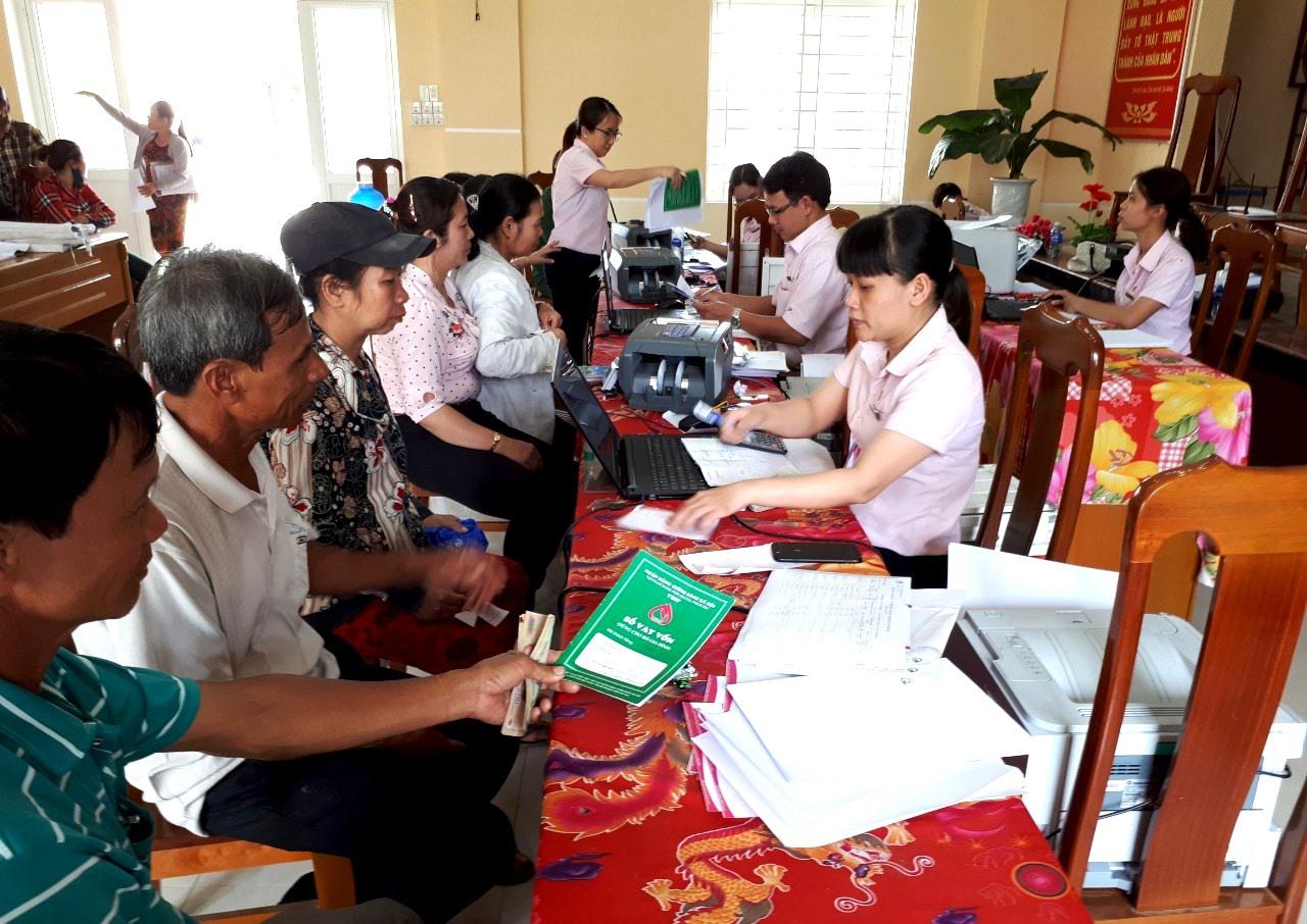 Huy động vốn để cho vay hộ nghèo và đối tượng chính sách là nhiệm vụ quan trọng của Ngân hàng CSXH chi nhánh Quảng Nam. Ảnh: VIỆT QUANG