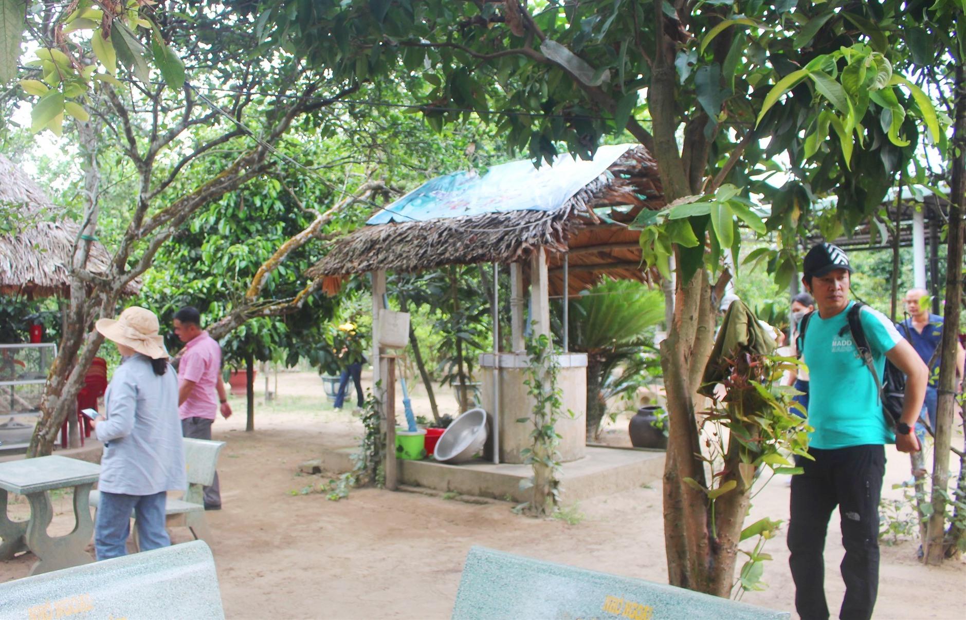 Tham quan làng du lịch sinh thái Đại Bình. Ảnh: HOÀNG LIÊN