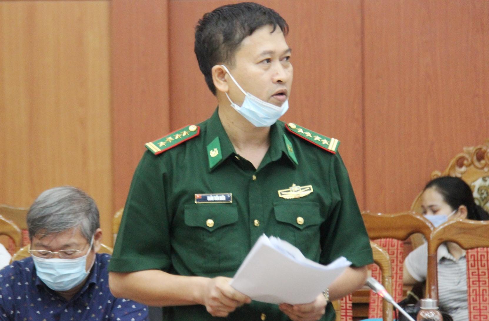 Đại tá Trần Tiến Hiền phát biểu tại Hội nghị. Ảnh: X.H