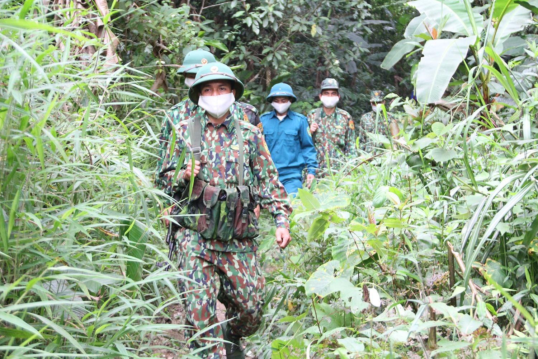 Bộ đội Biên phòng tỉnh tăng cường tuần tra đường mòn lối mở. Ảnh: T.T