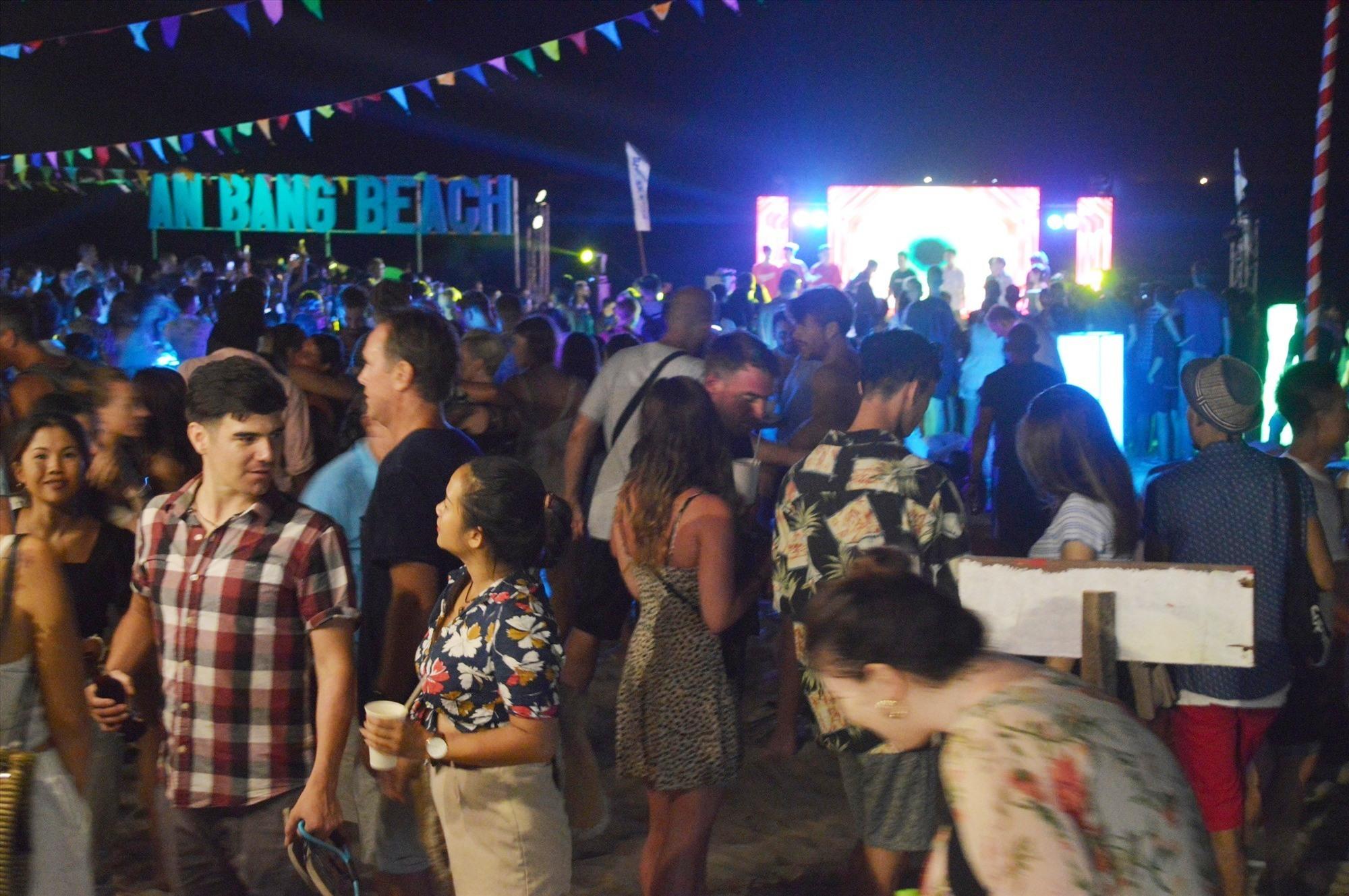 Dừng tổ chức Lễ hội âm nhạc và ẩm thực biển An Bàng