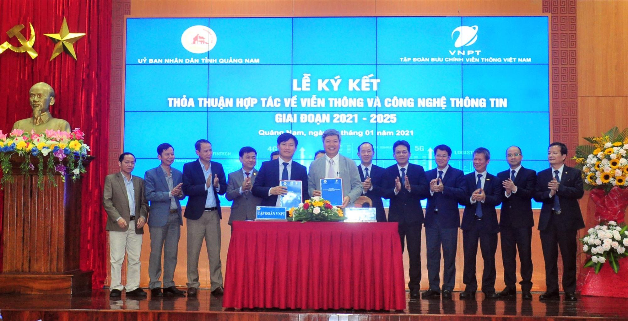UBND tỉnh và Tập đoàn VNPT Việt Nam ký kết hợp tác thúc đẩy chuyển đổi số. Ảnh: A.H