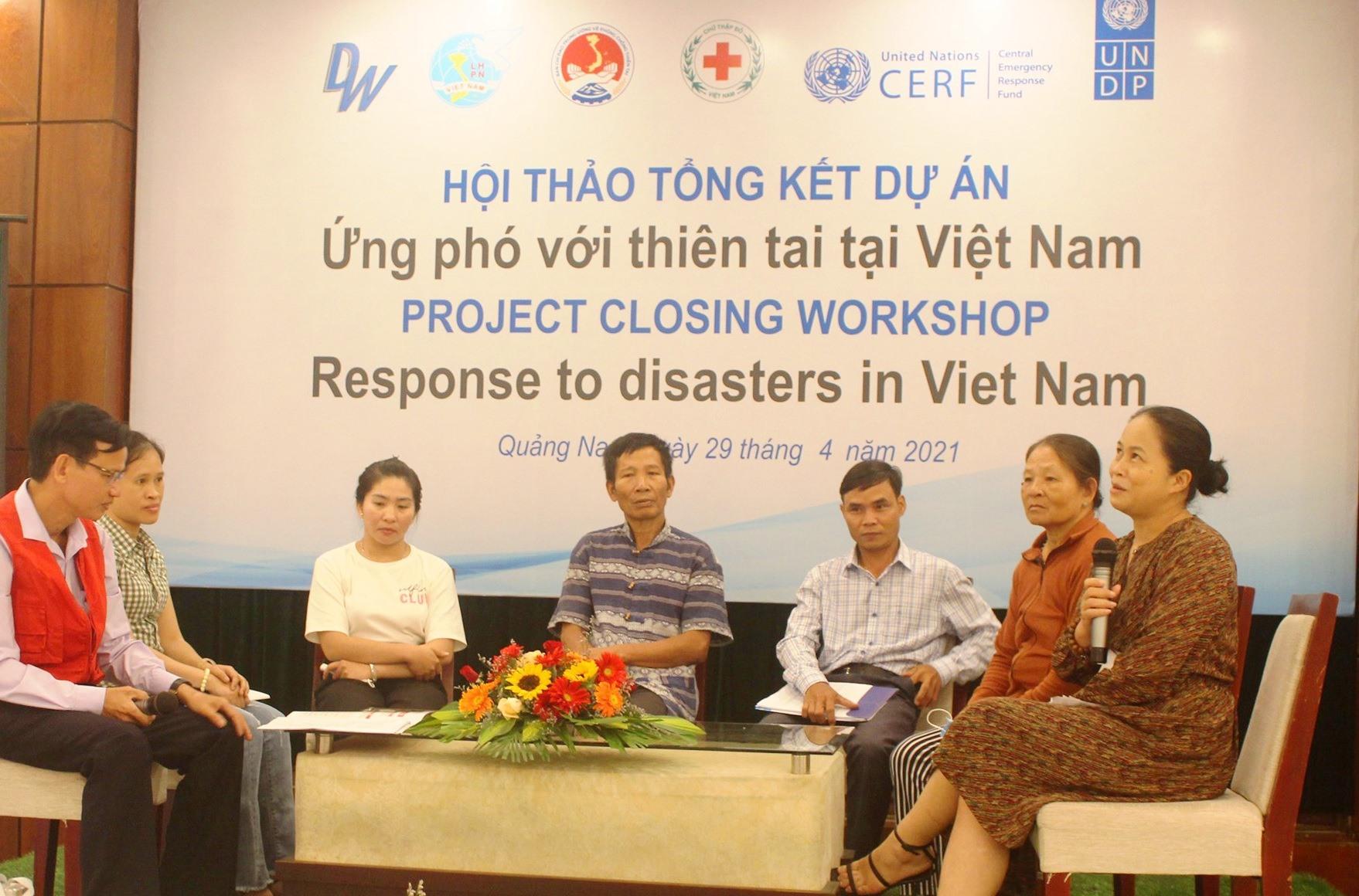 Đối thoại với các hộ dân vùng bị ảnh hưởng bởi lũ lụt, thiên tai thuộc 5 tỉnh. Ảnh: HOÀNG LIÊN