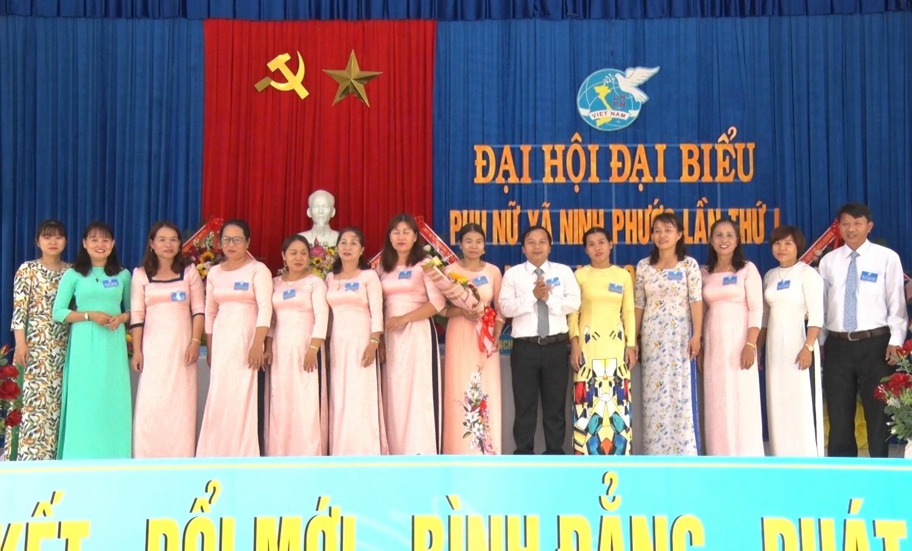 Ra mắt BCH Hội LHPN xã Ninh Phước khóa I, nhiệm kỳ 2021-2026. Ảnh: TÂM LÊ