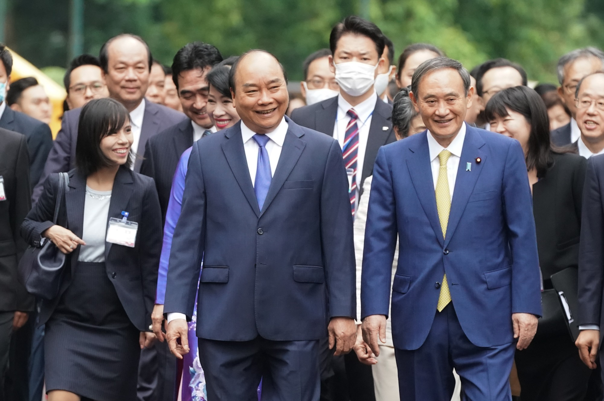 Thủ tướng Nguyễn Xuân Phúc đón Thủ tướng Nhật Bản Suga Yoshihide tại Hà Nội tháng 10/2020.