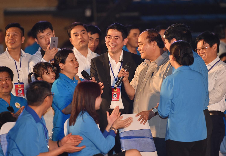 Thủ tướng đối thoại với công nhân miền Trung tháng 4/2017.