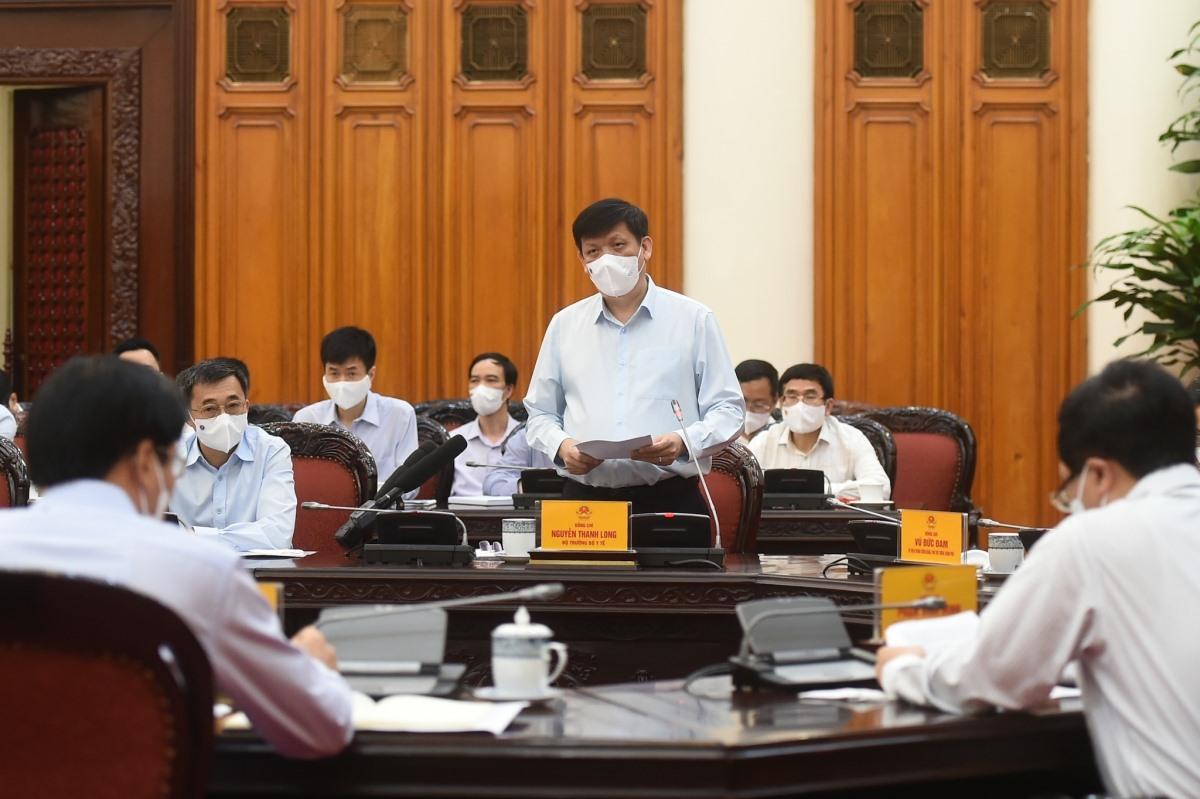 Bộ trưởng Bộ Y tế Nguyễn Thanh Long báo cáo tại cuộc họp. - Ảnh: VGP