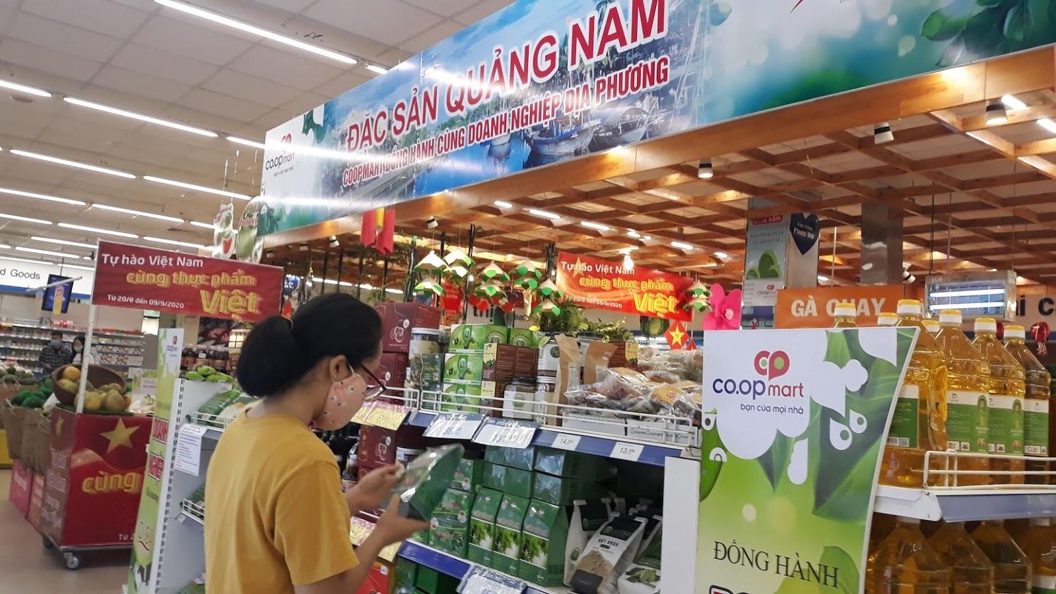Sở Công Thương yêu cầu thực hiện tăng cường phòng chống Covid-19 tại các siêu thị, cửa hàng thương mại, chợ... Ảnh: C.N