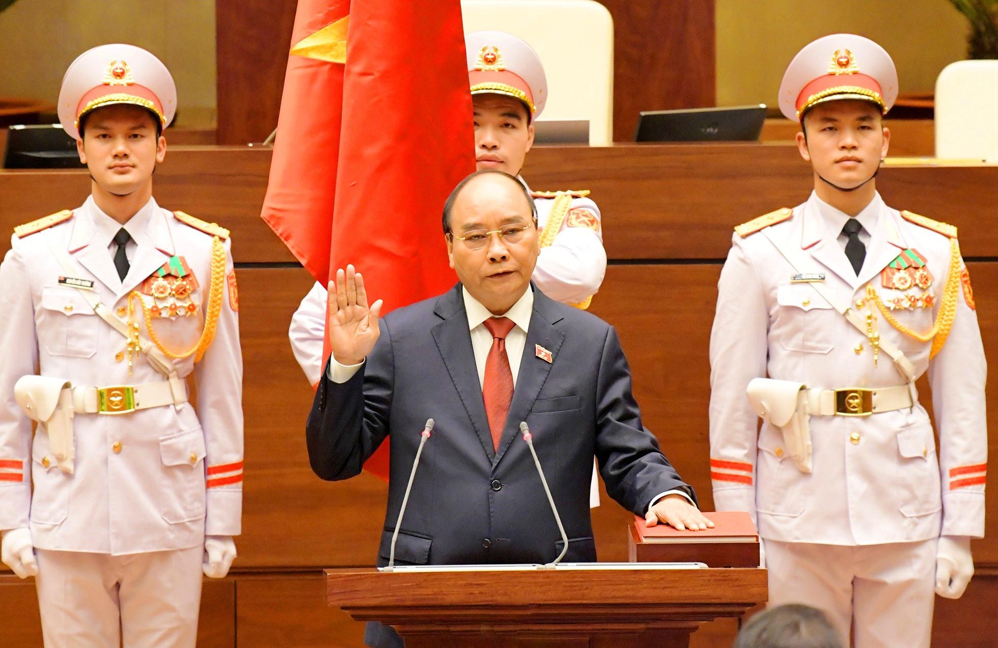 Chủ tịch nước Nguyễn Xuân Phúc tuyên thệ nhậm chức (ảnh chụp màn hình).