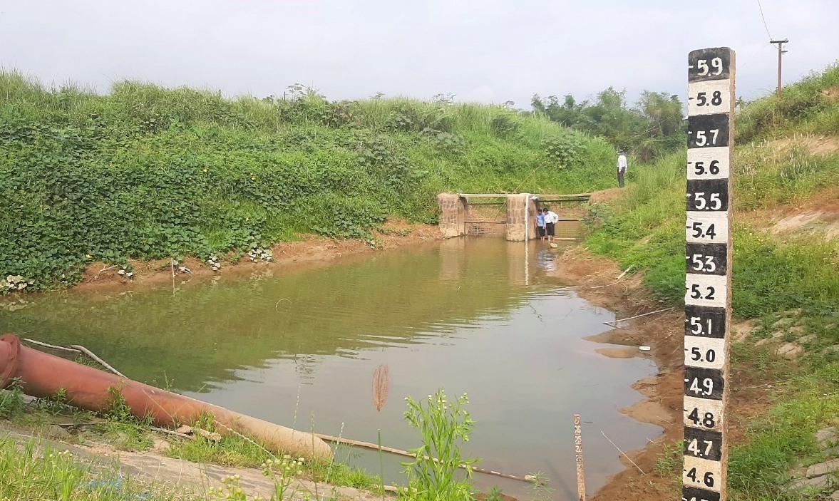 Mực nước tại bể hút Trạm bơm Ái Nghĩa những ngày qua đều dưới mực nước vận hành. Ảnh: HỒ QUÂN