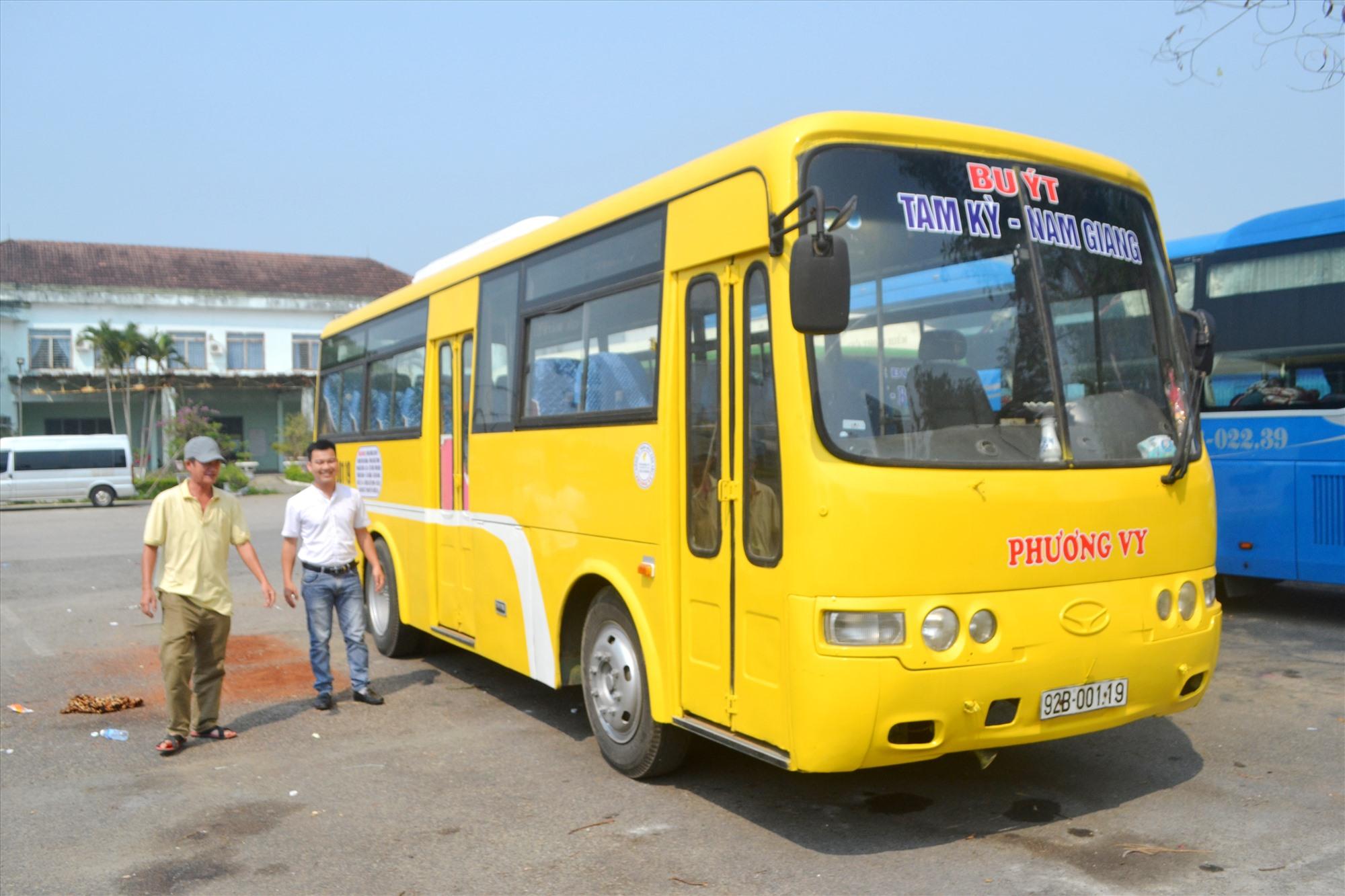 Xe buýt Tam Kỳ-Nam Giang là tuyến xe buýt đầu tiên đi từ trung tâm tỉnh lỵ lên huyện miền núi phía tây bắc của tỉnh. Ảnh: CT