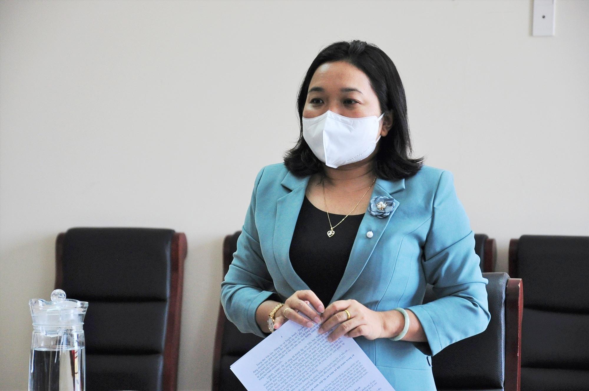 Trưởng ban Dân vận Tỉnh ủy Huỳnh Thị Thùy Dung phát biểu tại buổi kiểm tra. Ảnh: ANH ĐOAN
