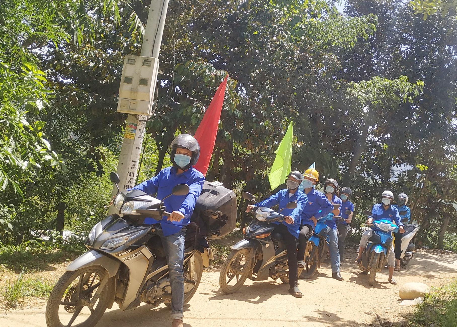 Đội tuyên truyền lưu động của Đoàn Thanh niên xã Trà Mai.