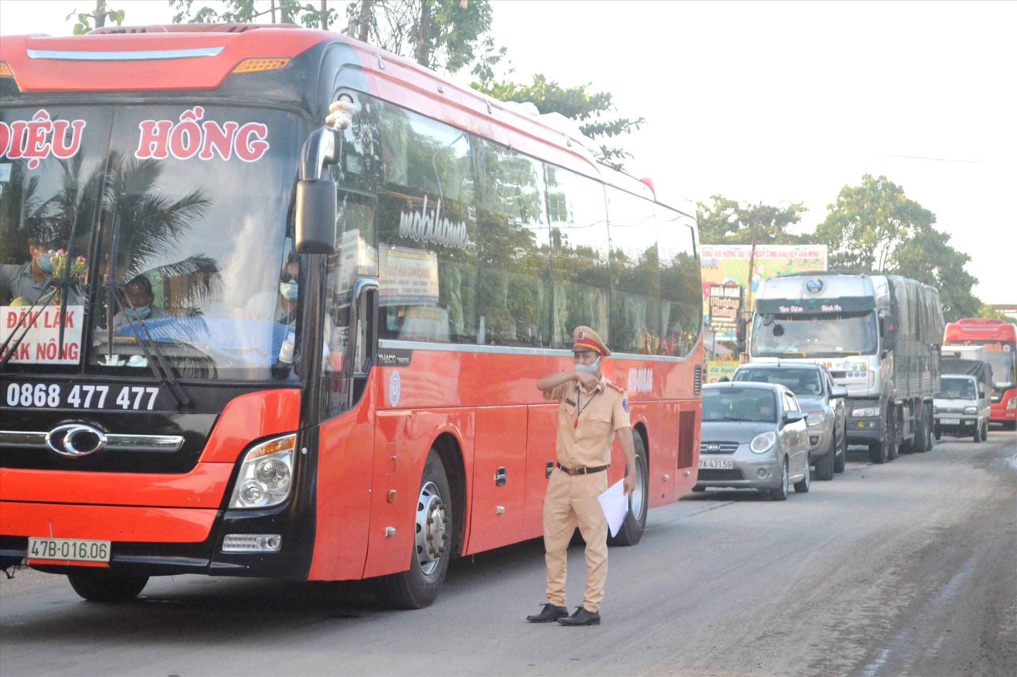 Xe khách liên tỉnh đi qua các địa phương có dịch không được dừng, đỗ để đón, trả khách tại địa phận Quảng Nam (ảnh minh họa). Ảnh: CT