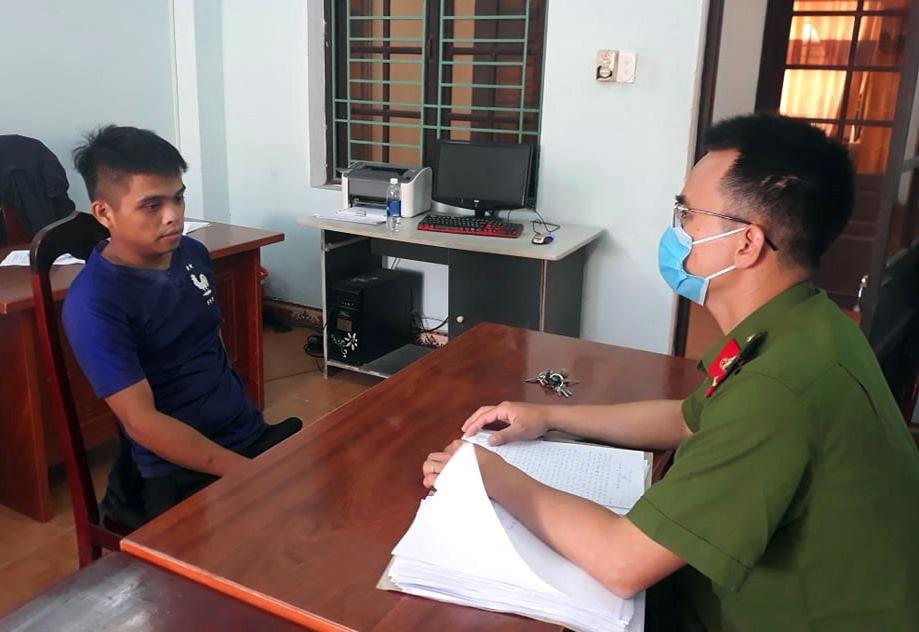 Công an huyện Thăng Bình làm việc với đối tượng Hoàng.