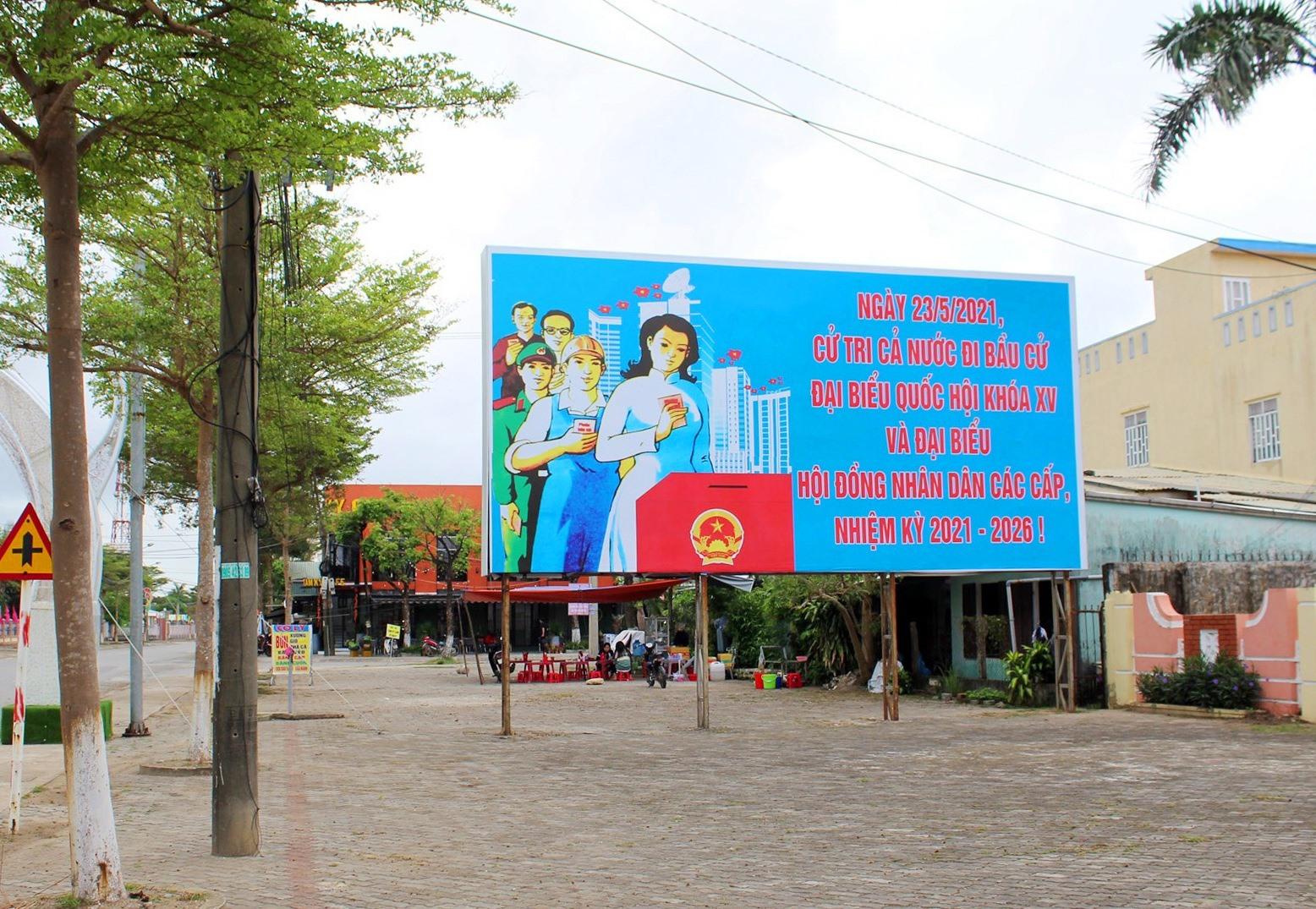 Tuyên truyền bầu cử ở Núi Thành. Ảnh: VĂN PHIN