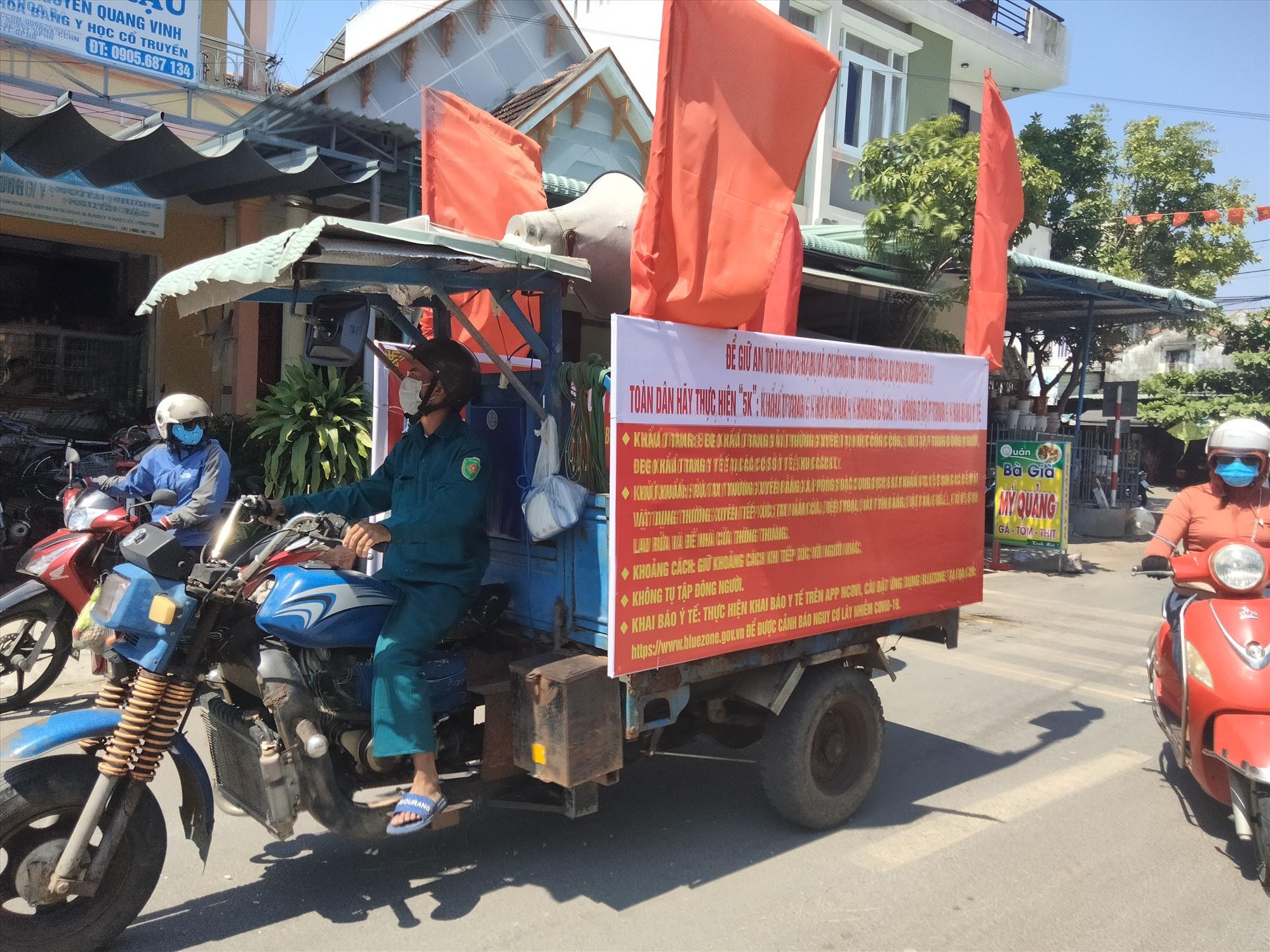 Bình Triều tuyên truyền lưu động bằng xe lôi