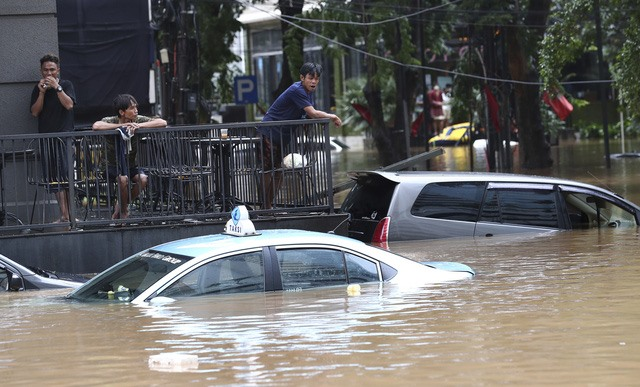 Thủ đô Jakarta trong trận lụt vào tháng 2 năm nay. Ảnh: AP