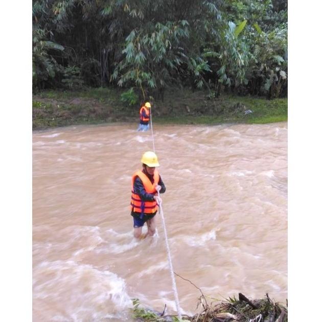 Những người thợ điện vùng biên giới Quảng Nam.