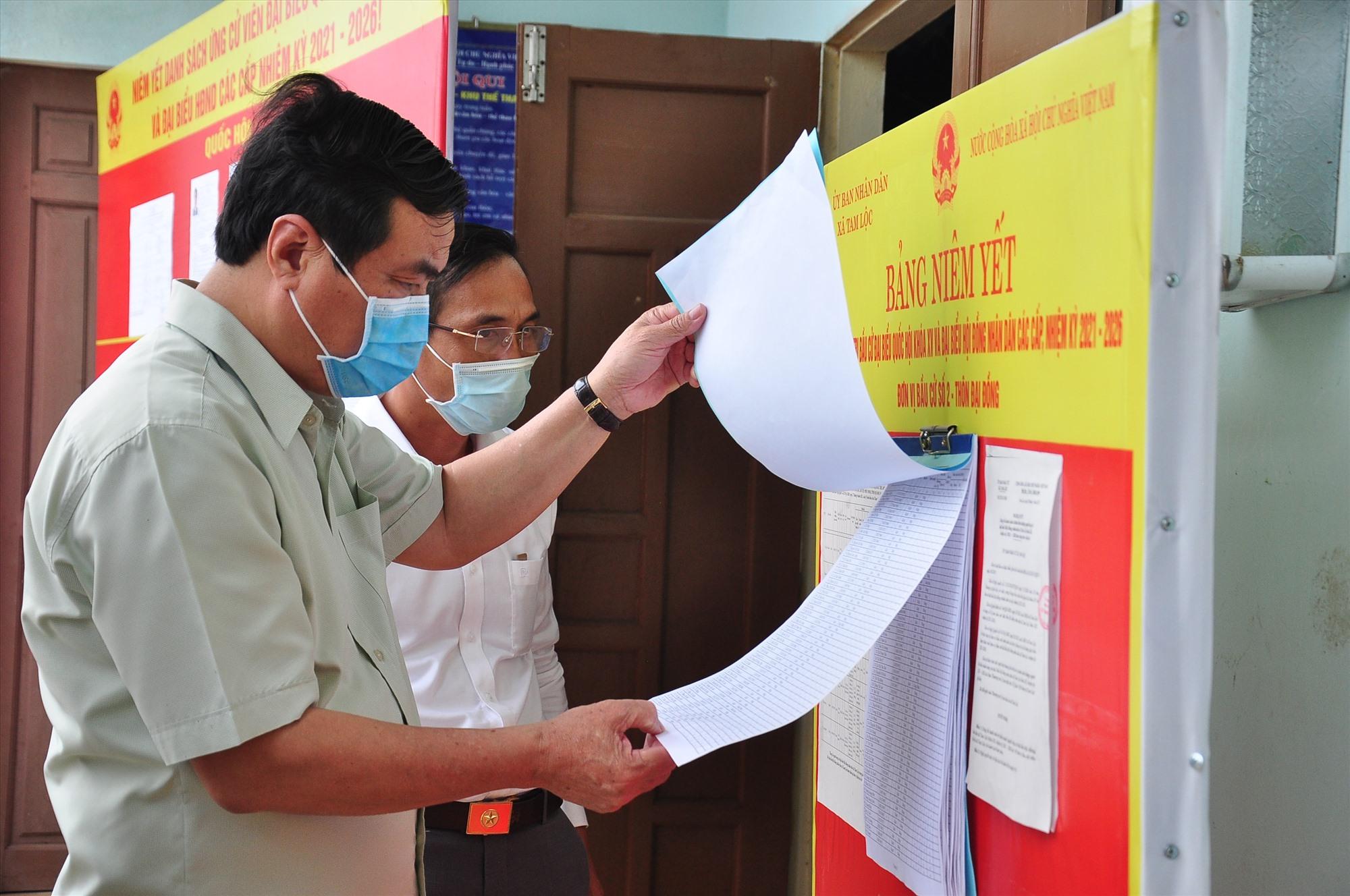 Bí thư Tỉnh ủy, Chủ tịch HĐND tỉnh Phan Việt Cường kiểm tra công tác chuẩn bị bầu cử tại Phú Ninh. Ảnh: V.A