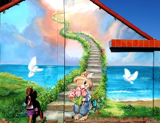 Tam Thanh mural village is the first painted village in Vietnam. The large pictures are painted on over 100 houses under different topics such as nature, daily activities, local culture and comics.