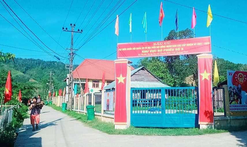 Hình ảnh tươi mới, rực rỡ tại khu dân cư đồng bào Bh'noong huyện Phước Sơn. Ảnh: GIA DƯƠNG