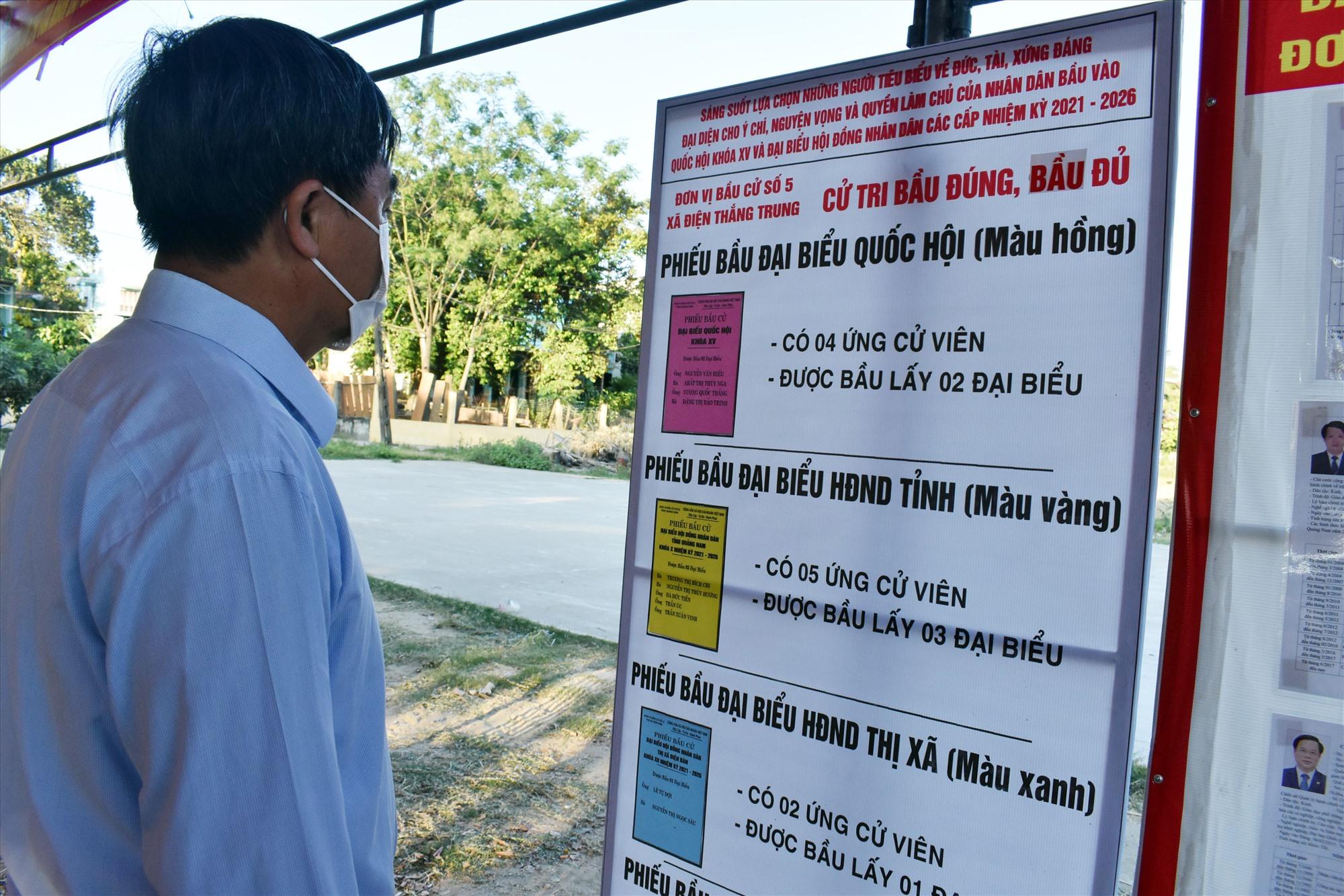 Ủy ban Bầu cử xã Điện Thắng Trung, Điện Bàn, in pa nô màu các ứng cử viên cho cử tri dễ lựa chọn - một cách làm hay mới lạ.