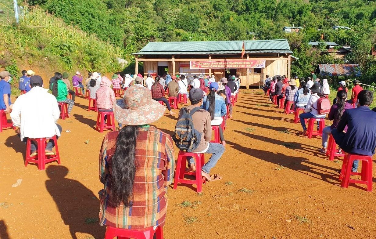Cử tri huyện miền núi cao Nam Trà My tham gia bầu cử ngày 23.5. Ảnh: S.V.N