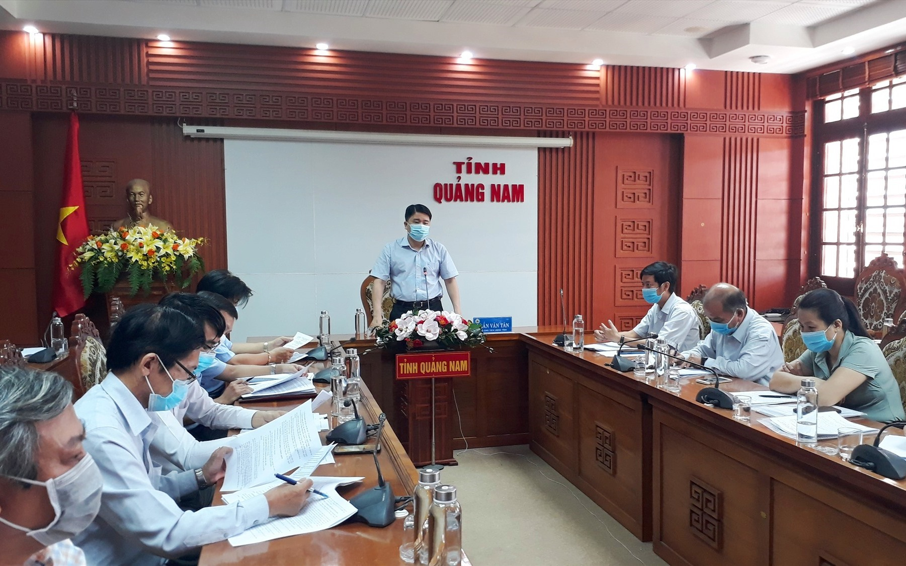 Phó Chủ tịch UBND tỉnh Trần Văn Tân đồng ý để Điện Bàn tổ chức thi tuyển viên chức giáo dục. Ảnh: X.P