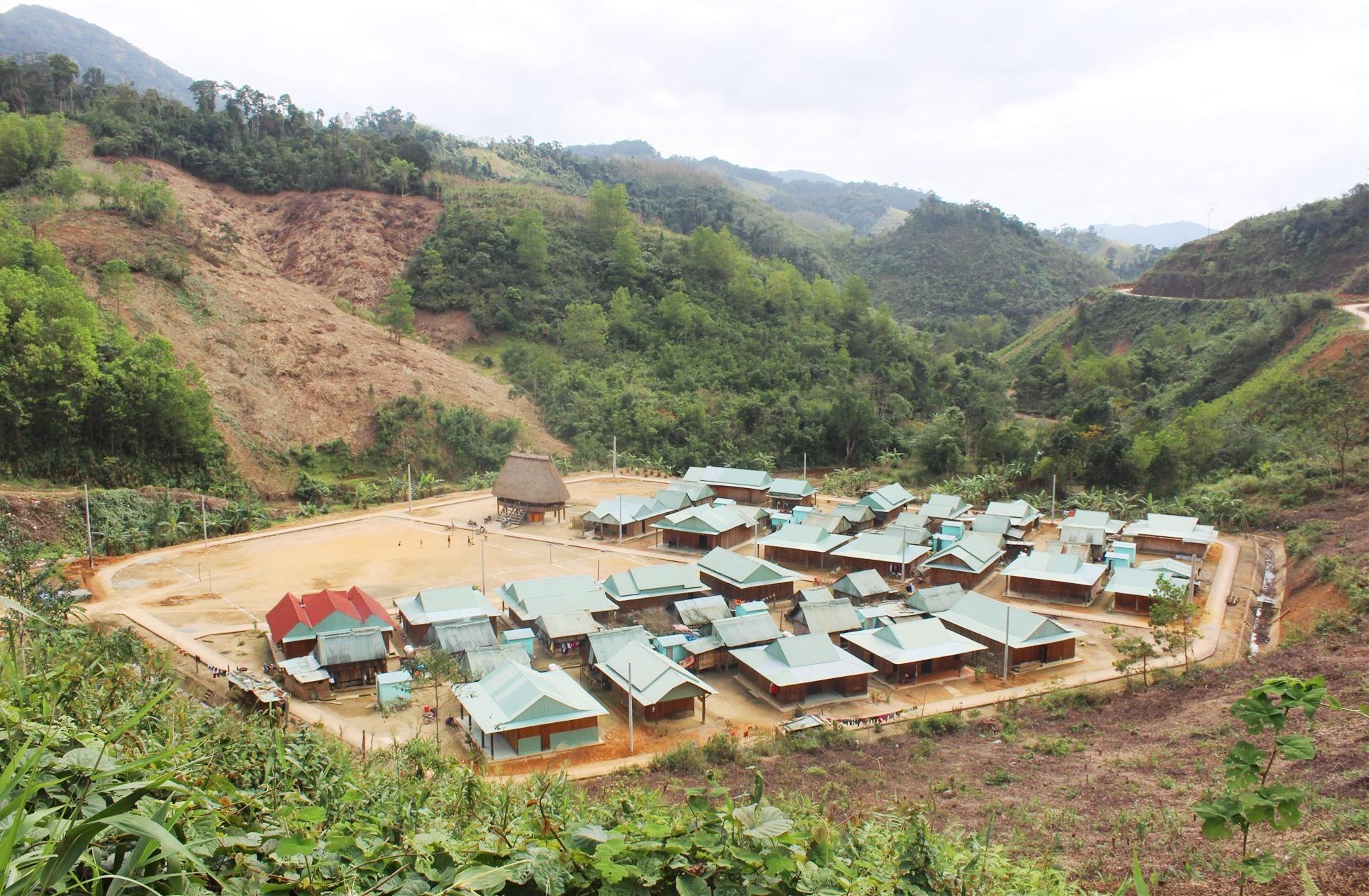 Làng đoàn kết Arui (xã Dang) được quy hoạch sắp xếp theo mô hình làng truyền thống Cơ Tu