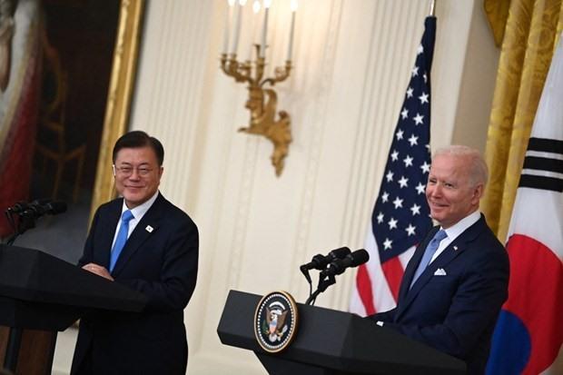 US President Joe Biden (R) and Korean President Moon Jae-in in a meeting on May 21 (Photo: AFP)