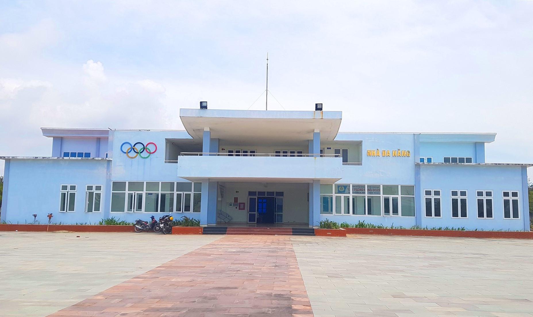 Nhà Văn hóa Lao động Điện Nam - Điện Ngọc được bàn giao cho Công đoàn các Khu công nghiệp tỉnh quản lý. Ảnh: D.L